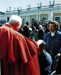 Juan Pablo II con el Padre Jozo y Vicka