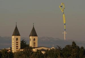 rosario de globos en Medjugorje