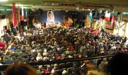Parte de los 900 asistentes in Canazei