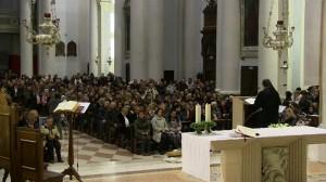Parte de la audiencia asistente en la Catedral de Malo