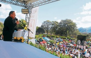 El cardenal Maradiaga se dirige a los jóvenes en el Festival de la Juventud