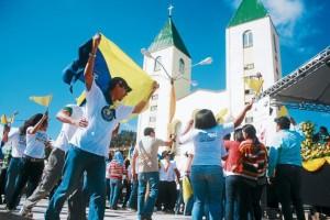 Los jóvenes durante la inauguración del Festival de la Juventud en Danli donde una réplica de la iglesia de San Jaime de Medjugorje se ha construido