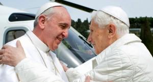 El Papa Francisco junto a su predecesor Benedicto XVI