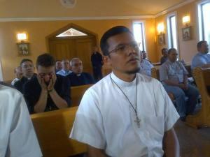 Algunos sacerdotes acompañaron a Iván durante la aparición