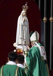 El Papa consagra a la Vigen de Fatima