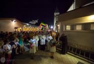 La juventud de procesión en Medjugorje