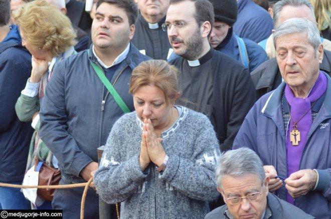 Aparición de la Virgen a MIrjana el 2 de octubre de 2015 en Medjugorje - 12