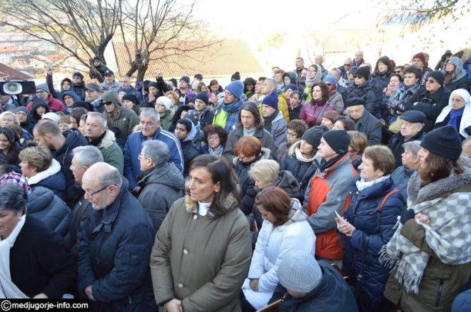 Aparición de la Virgen a Mirjana en Medjugorje el 2 de diciembre de 2015 - 1