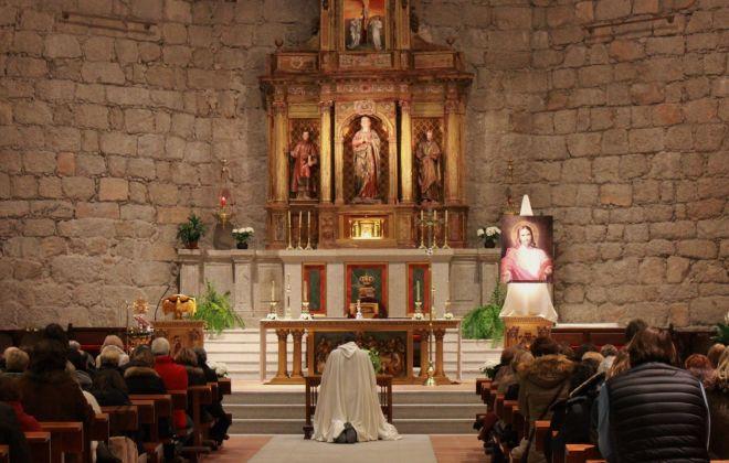 Oración en Colmenar del Arroyo, en un encuentro de Asalto al Cielo, siempre con música, oración y testimonios