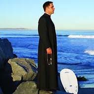 Donald Calloway, con su tabla de surf